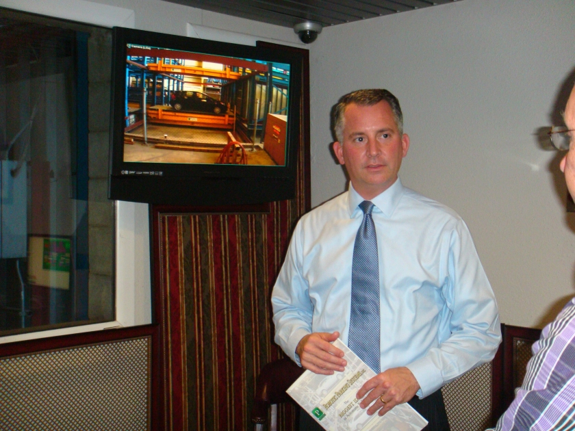 Congressman Jolly tours Robotic Parking Systems' manufacturing facility.